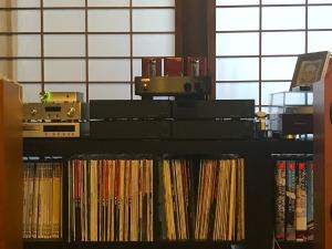 重さもあり、いい高級感と精密感があって、いいオーディオ機器を所有する所有感も得られる。