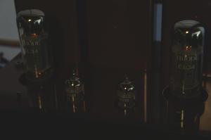 ほんのり光る真空管。初めての体験。